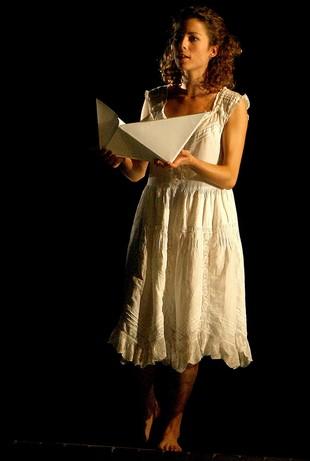 GIRONA: Imatge de l'espectacle El jardí dels cinc arbres, dirigit per Joan Ollé sobre textos de Salvador Espriu, que inaugura Temporada Alta i que s'estrena al Teatre Municipal de Girona.